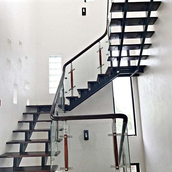 dịch vụ thi công cầu thang sắt tại TPHCM